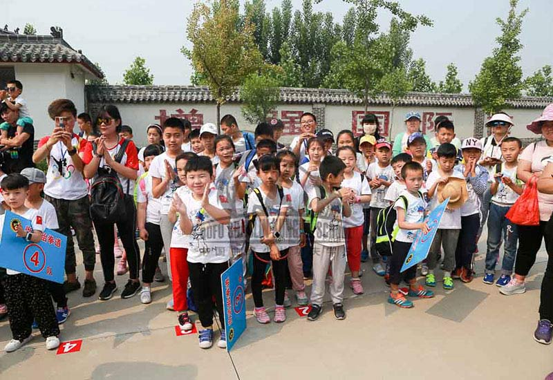 kids_visiting kung fu school 1